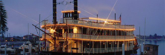 Sternwheeler at the Bahia