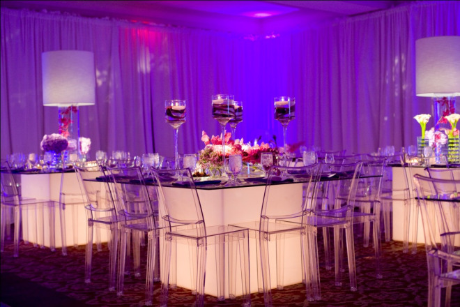 light-up-white-glass-tables-purple-flowers-white-lamps-bat-mitzvah-evantine-design
